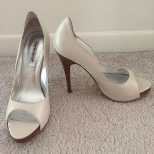 Charles David Squeeze Off White Peep Toe Shoes